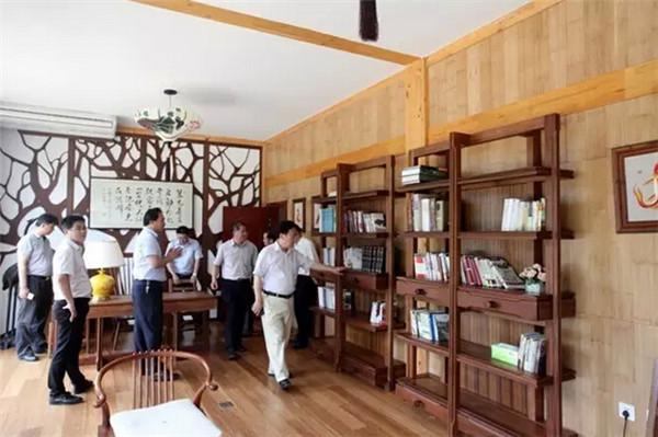 宿豫区领导参观卓达集团自主研发建造的竹钢别墅及产品,对卓达竹钢,木