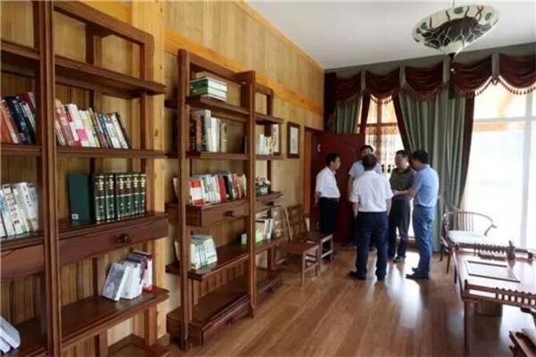 武胜县领导参观卓达集团自主研发建造的竹钢别墅及竹钢,木钢产品