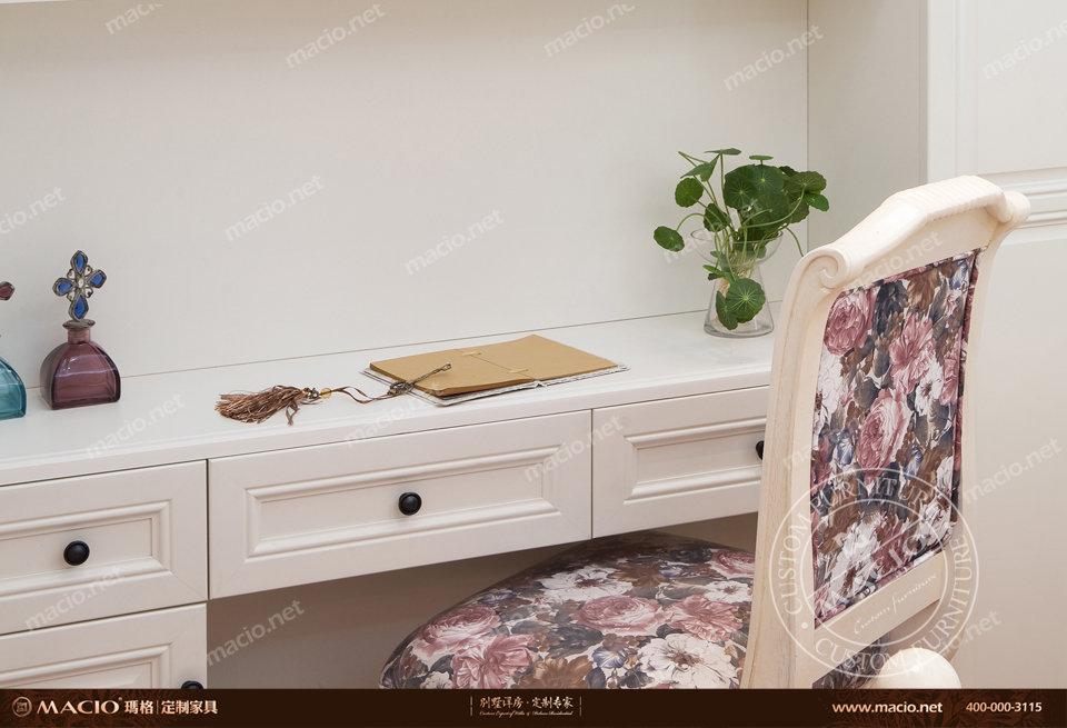 玛格定制家具简约欧式卧房暖白书柜