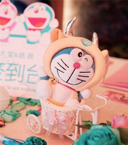 草坪婚礼场地:可爱的叮当猫哆啦a梦主题婚礼